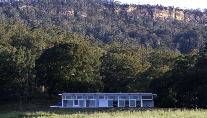 Kangaroo Valley House sitting in the landscape
